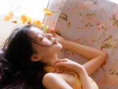 黄裙美女妩媚风情性感撩人写真图片